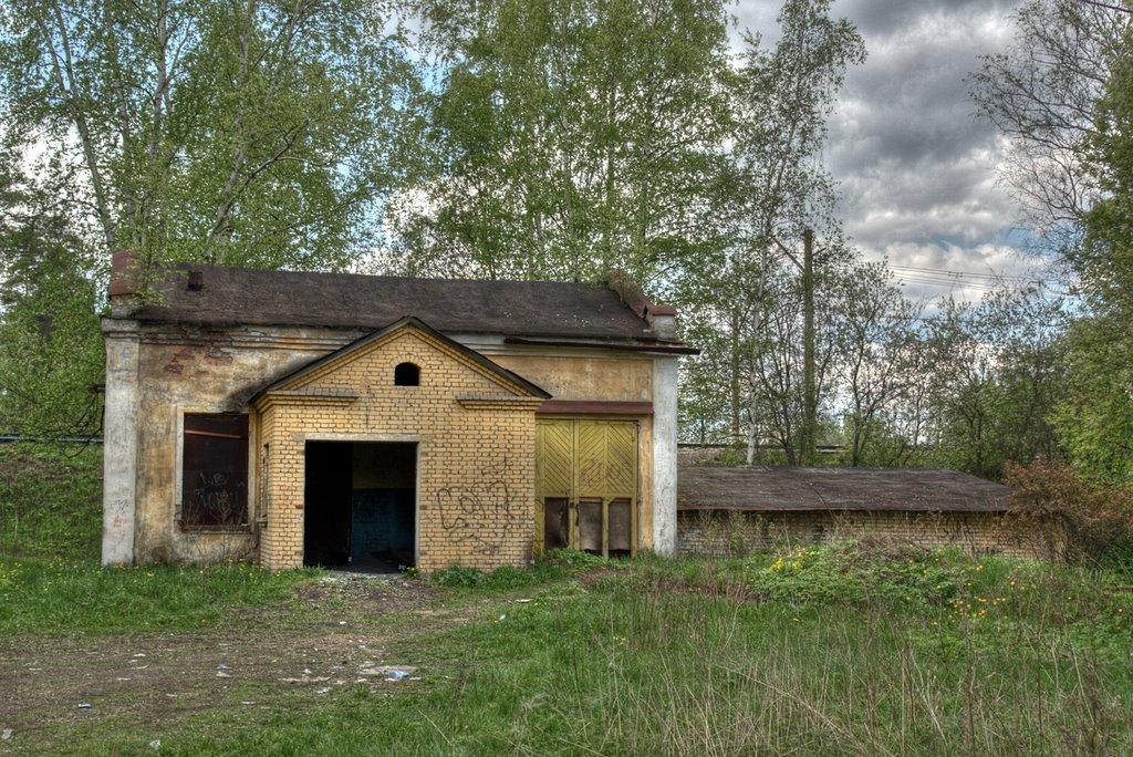 Здание (бывший гараж?), Вырица