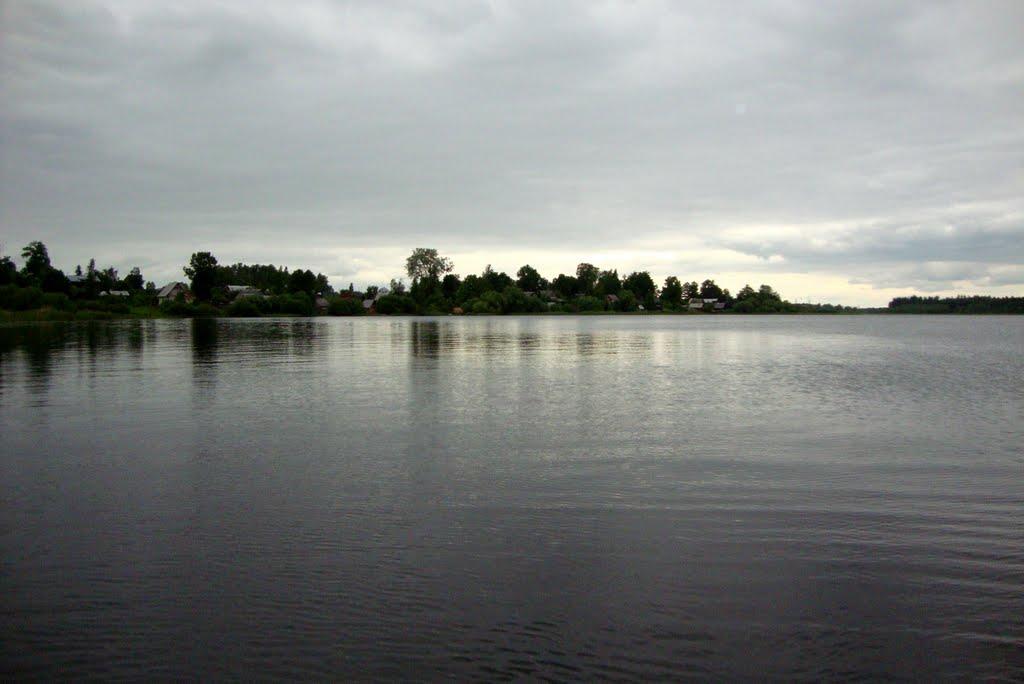 Orlinskoe lake near the village Orlino, Дружная Горка