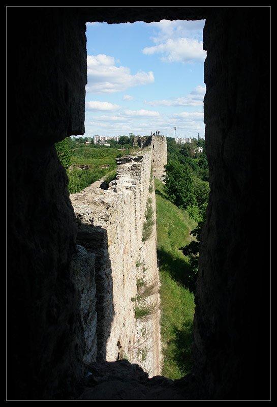 Вид на стены из бойницы башни, Ивангород
