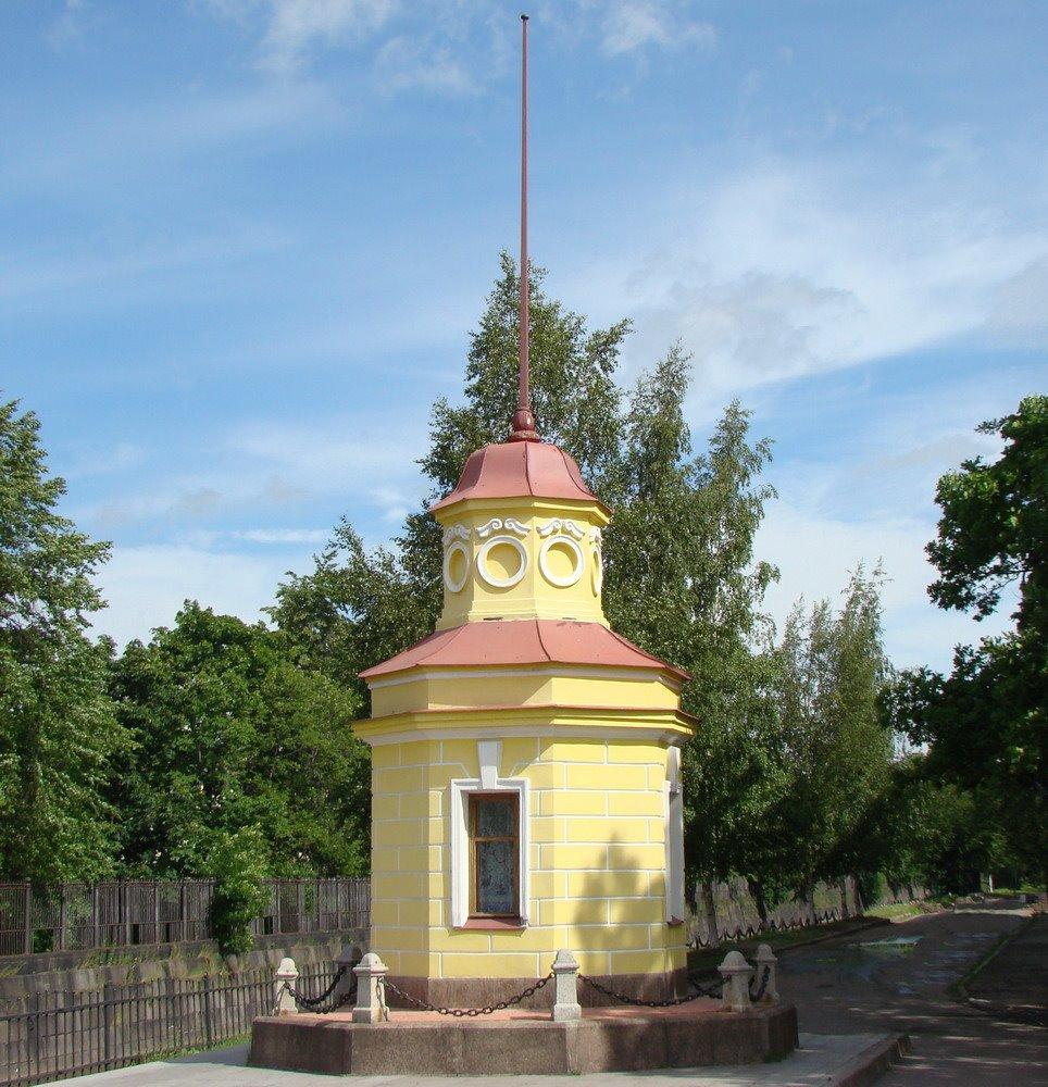 Kronshtadt. Tide-gauge, pavillion of the sea measurer. Футшток, павильон мареографа., Кронштадт