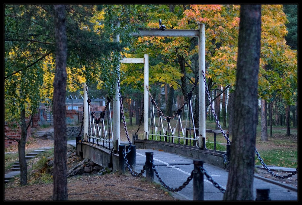 """""""Цепной"""" мост в Андерсенграде. Осень 2011, Сосновый Бор"""