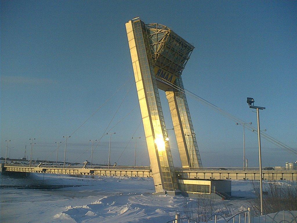 Новый мост с рестораном и лифтами., Салехард