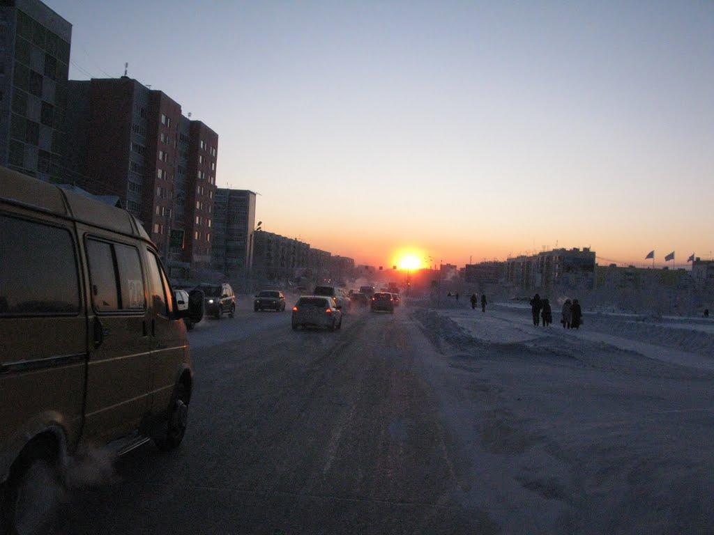 ► Последний лучи солнца на ул.Советской.  *, Ноябрьск