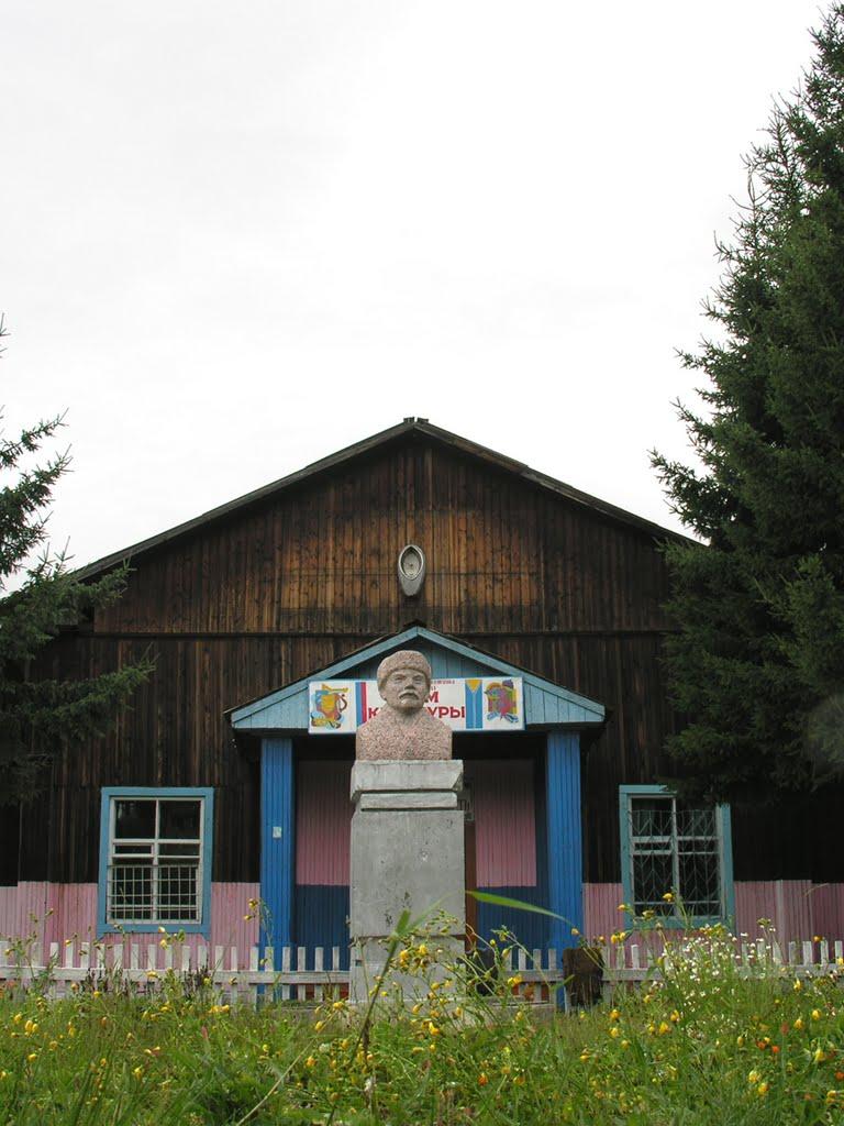 Monument to Lenin in Ust-Buren, Самагалтай