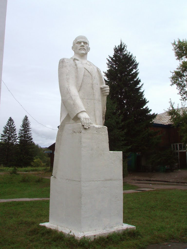 Monument to Lenin in Saryg-Sep, Суть-Холь