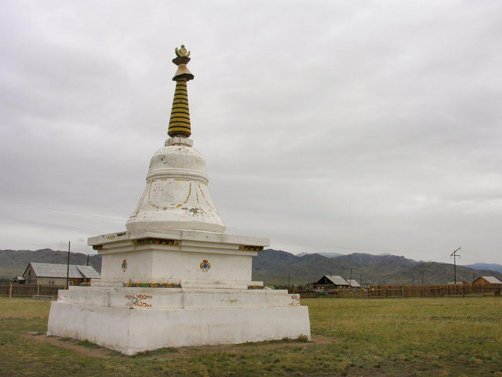 """Buddhist stupa """"Nirvana"""" in Ka-Khem town, Суть-Холь"""