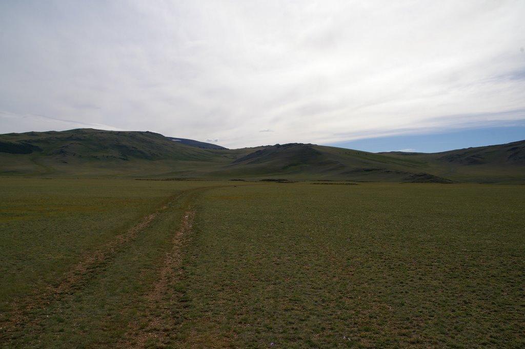 долина р. Кокпак (видны курганы захоронений), Тээли