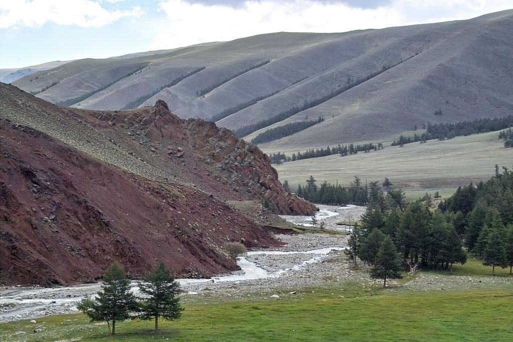 долина Мугура, Тээли
