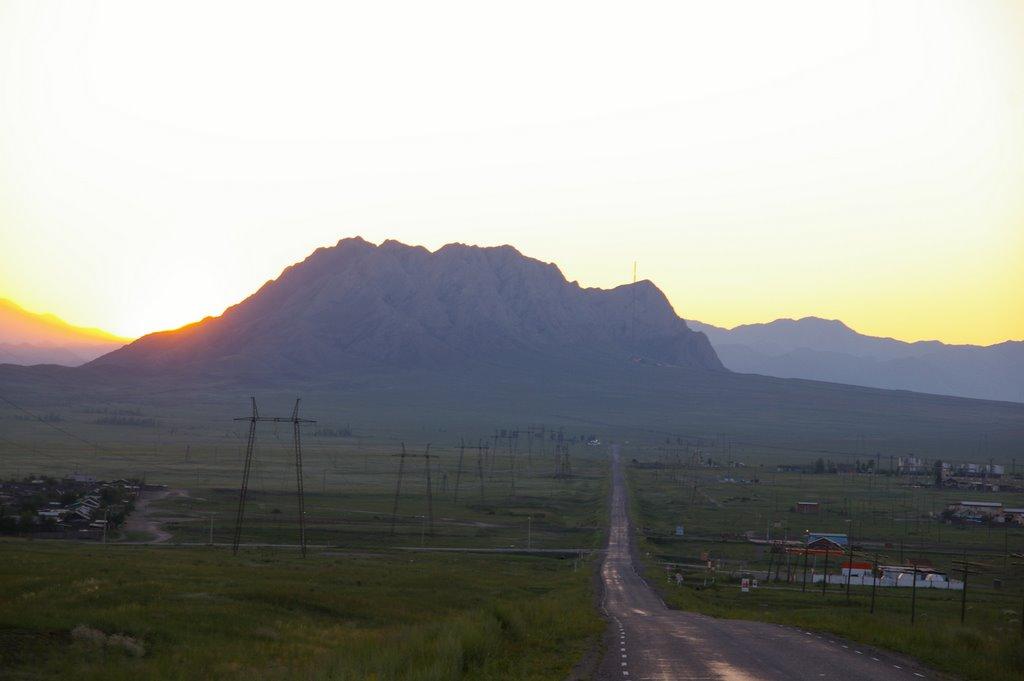 восход Солнца над Хайыраканом, Хову-Аксы