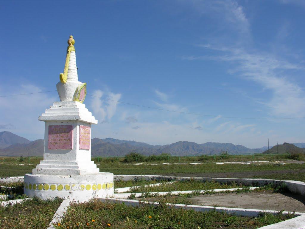 Memorial in honor of the 14th Dalai Lamas visit to the Shagonar city (20 September 1992), Шагонар