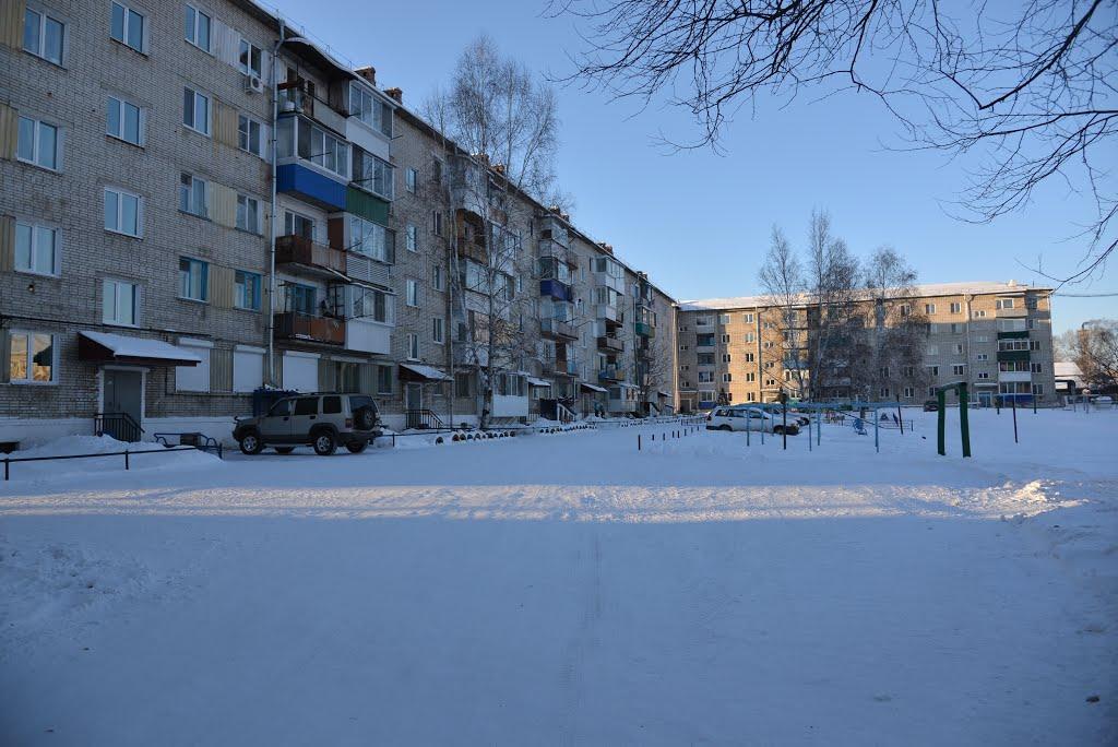 Obluchye (2013-02) - Apartment blocks in town center, Облучье