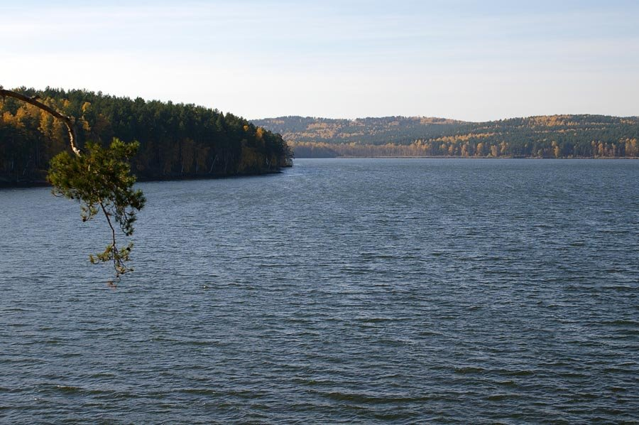 Вид на озеро Синара, горы / View of the lake Sinara and the Ural mountains (04/10/2007), Снежинск