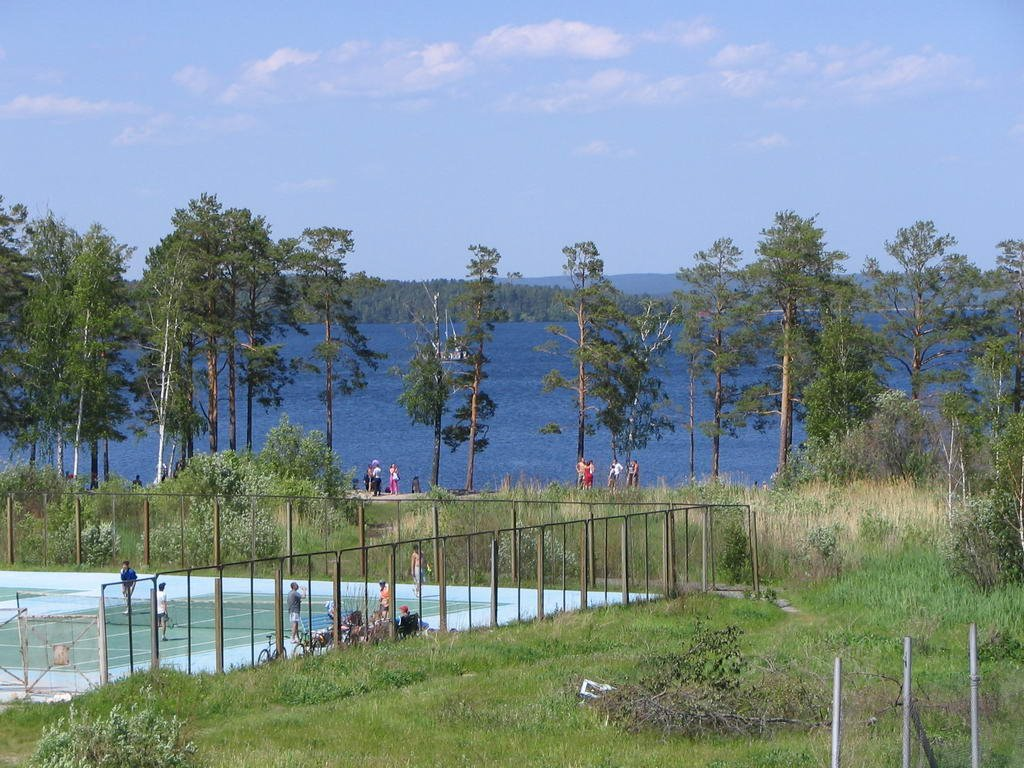Вид со стадиона на теннисный корт и озеро 04.06.2005, Снежинск
