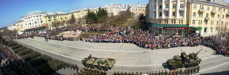 Трехгорный военный парад на площади, Трехгорный