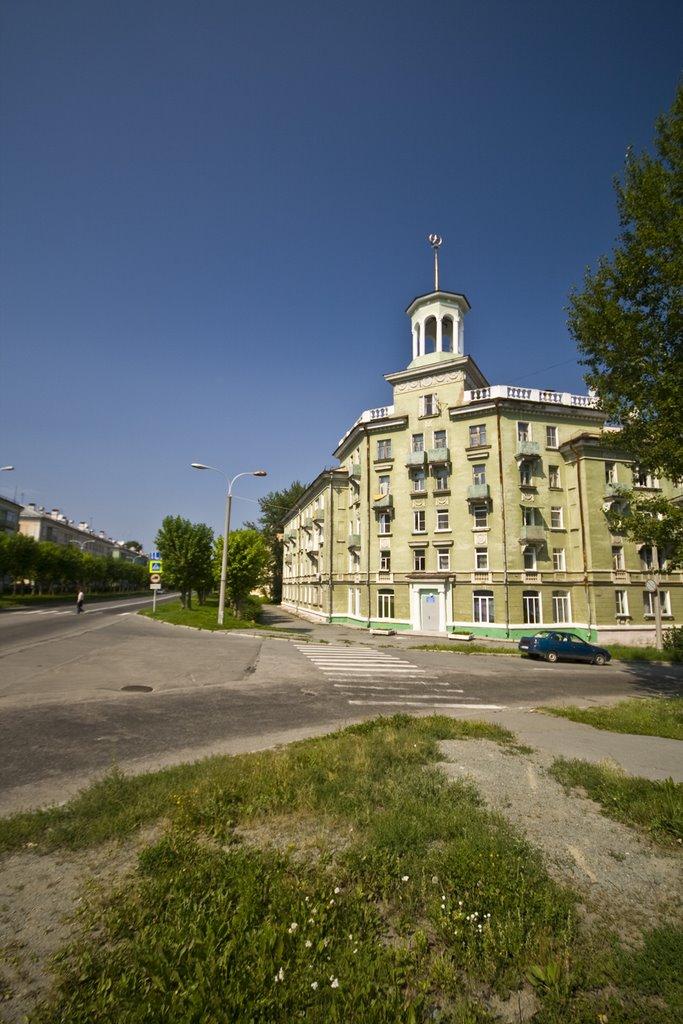Ozersk, House with spire, Lenina ave., Aug-2008, Озерск