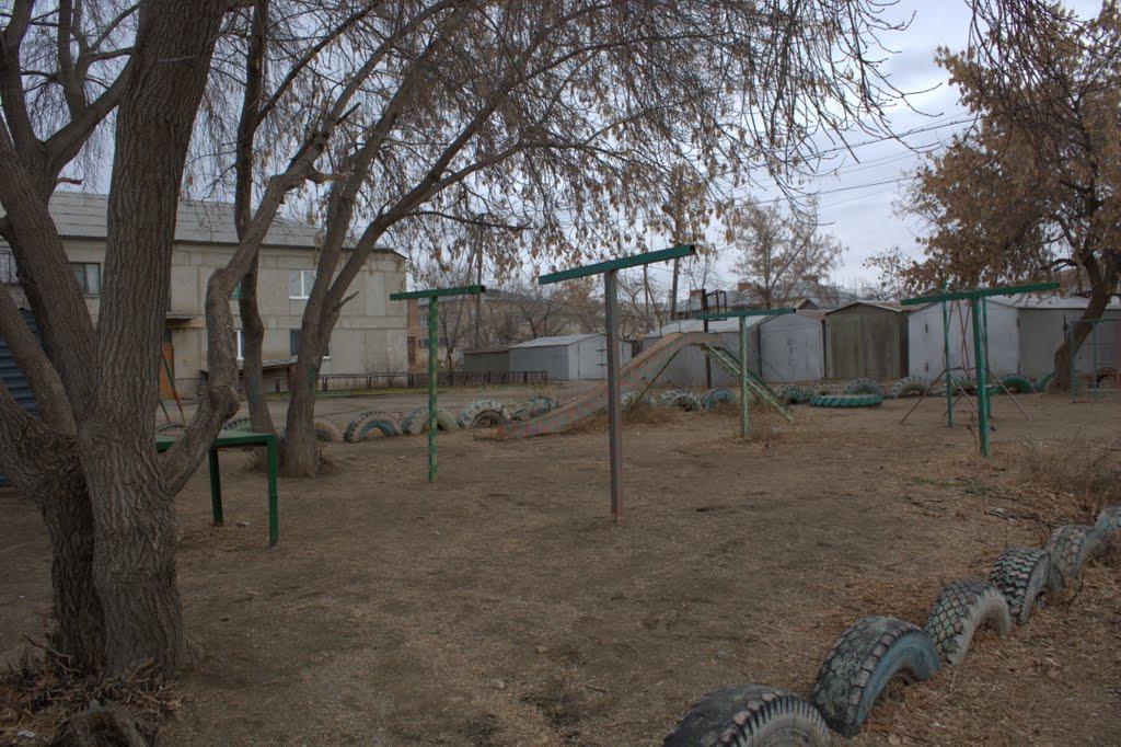 Детская площадка возле дома, Агаповка
