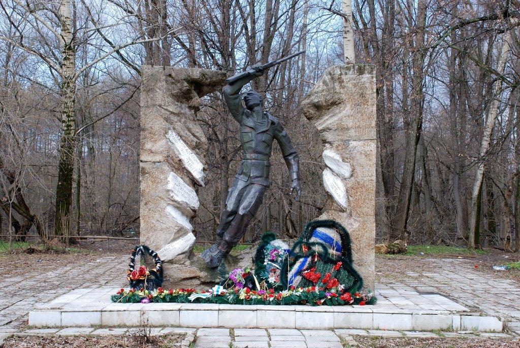 Памятник, Аша