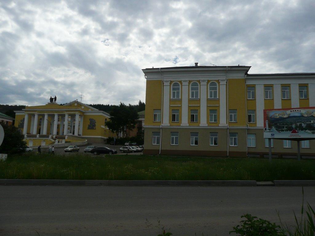 Главная площадь(Дворец культуры), Бакал