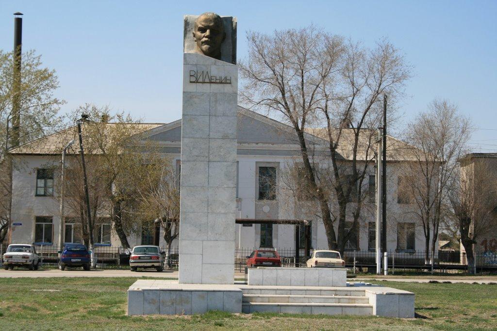 Ленин наЖД площади п.Варна, Варна