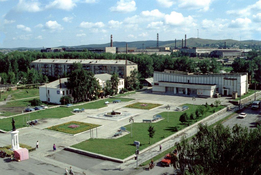 Площадь перед Центром Исскуств, Верхний Уфалей