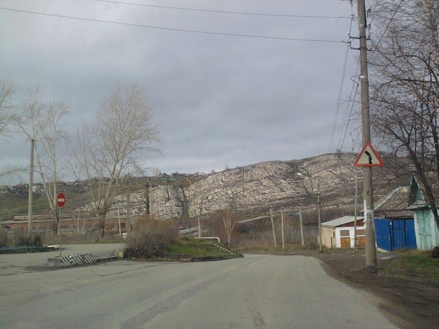 Возле автостанции (вид на скалы), Катав-Ивановск