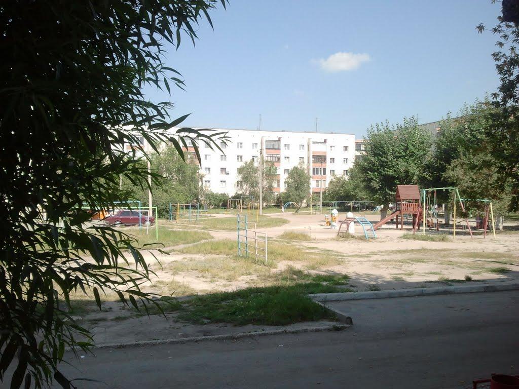 вид на двор август 2011 г., Южно-Уральск