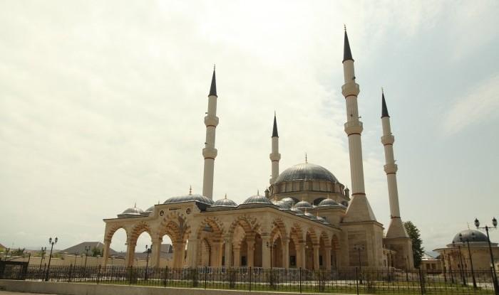 Урус-Мартан. Центральная мечеть  им. Вахи Джамалханова, Урус-Мартан