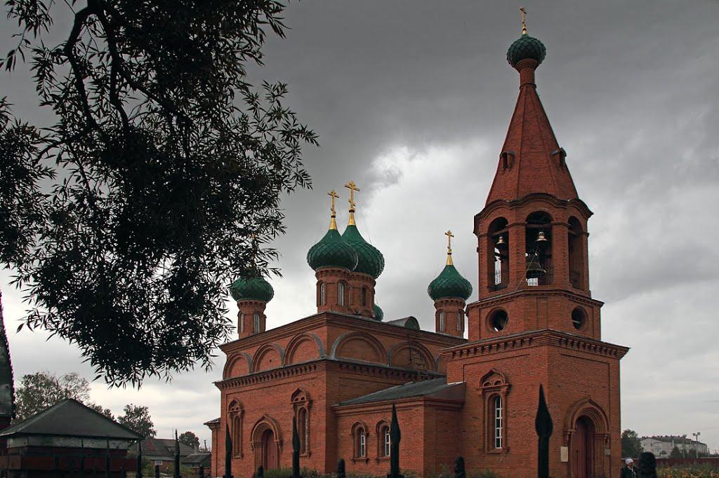 Тучи над храмом.   с.Комсомольское, Комсомольское