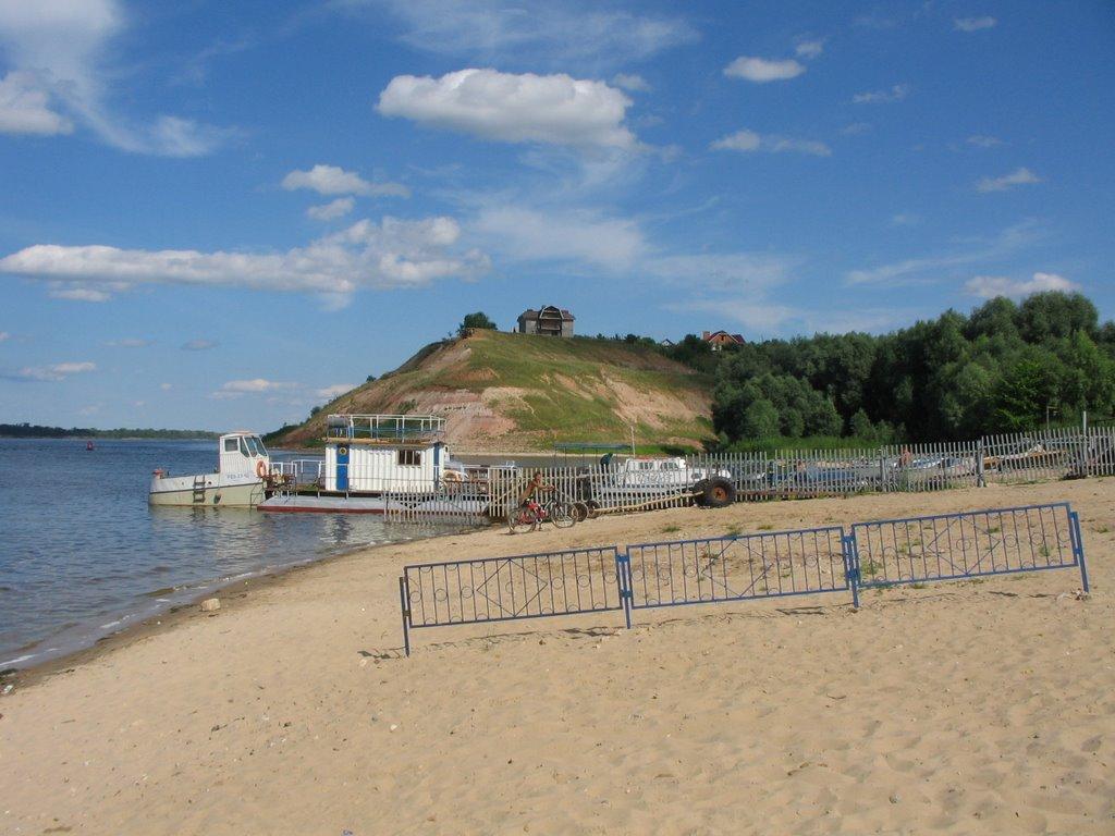 Вид на Государеву гору с пляжа., Мариинский Посад
