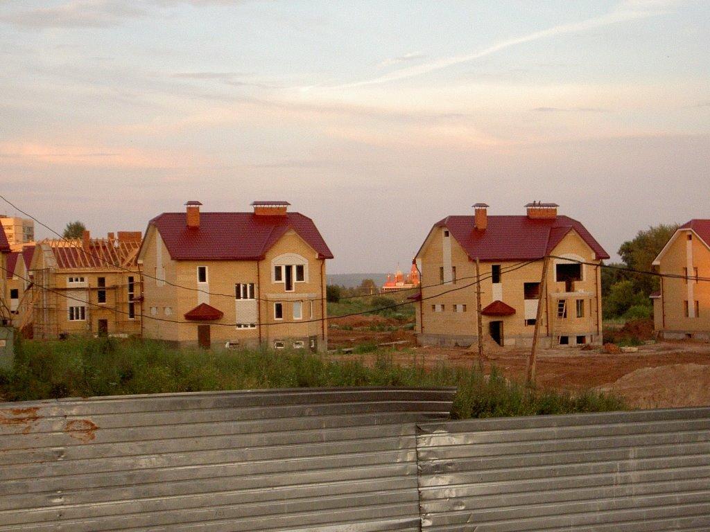 строится коттетжный поселок, Новочебоксарск