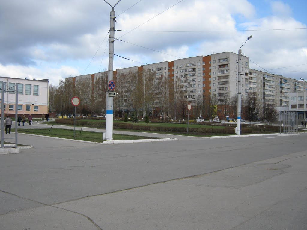 Сквер у администрации  /  Square at administration, Новочебоксарск