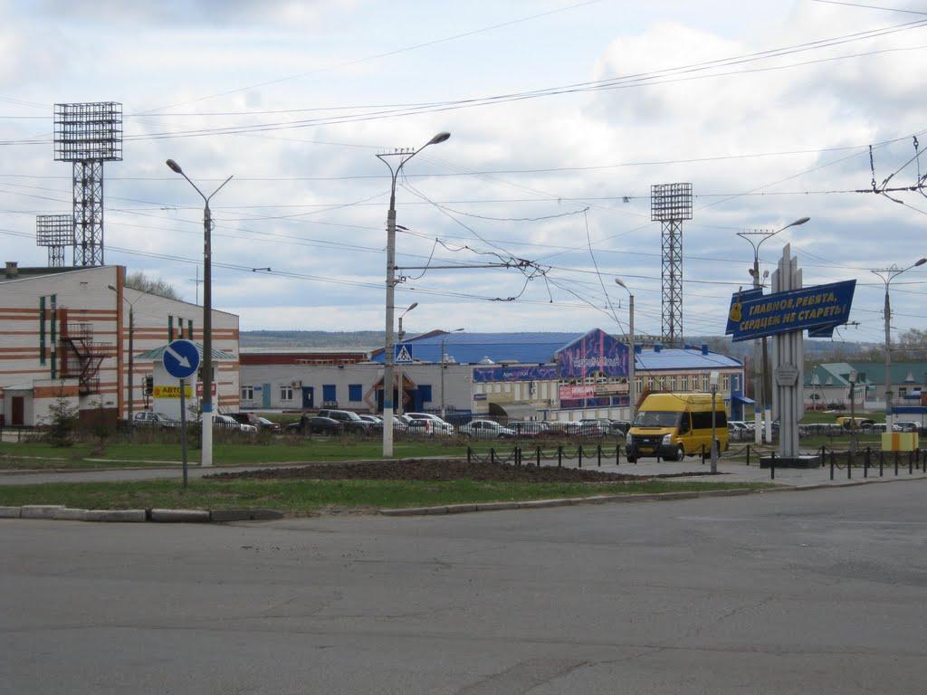 Улица Ж.Крутовой в районе стадиона  /  Zh.Krutova street around stadium, Новочебоксарск