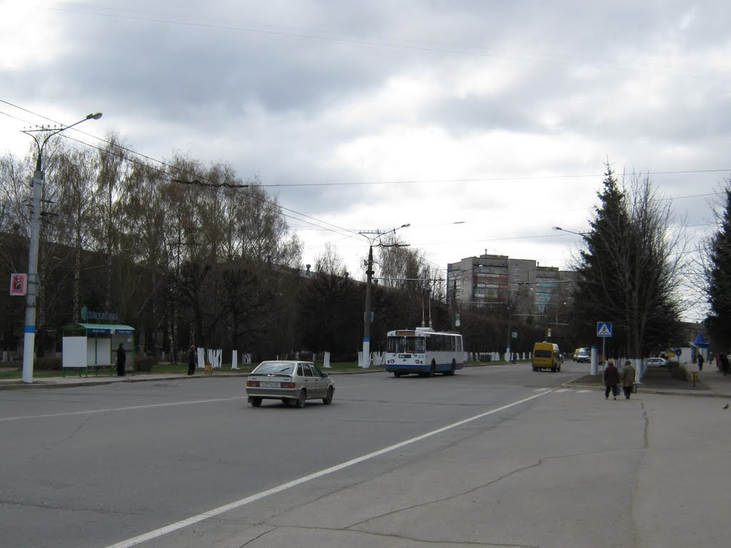 Улица Винокурова у администрации (Вид на юг)  /  Vinokurov street from the administration (View on south), Новочебоксарск