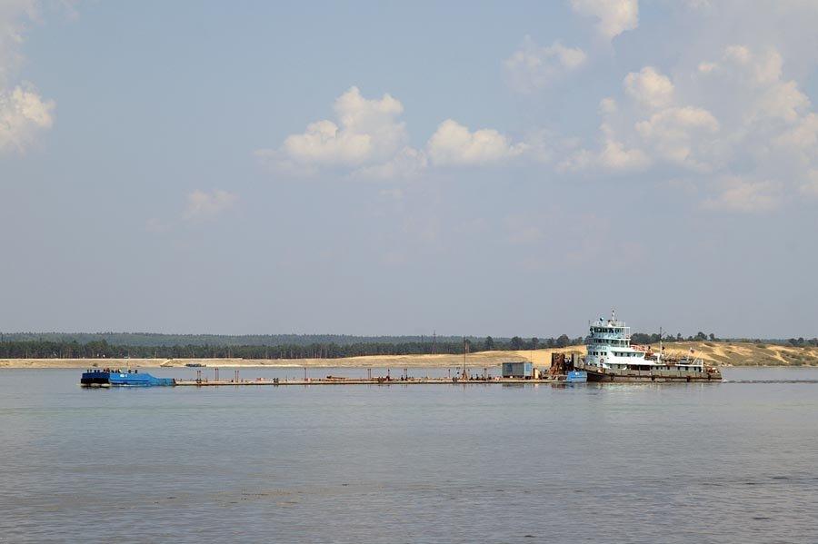 "Буксир-толкач ""Дунайский-23"" с наливом следует вверх / The tow-pusher ""Dunayskiy-23"" with a tanker-barge is sailing up the Volga river (15/08/2007), Чебоксары"