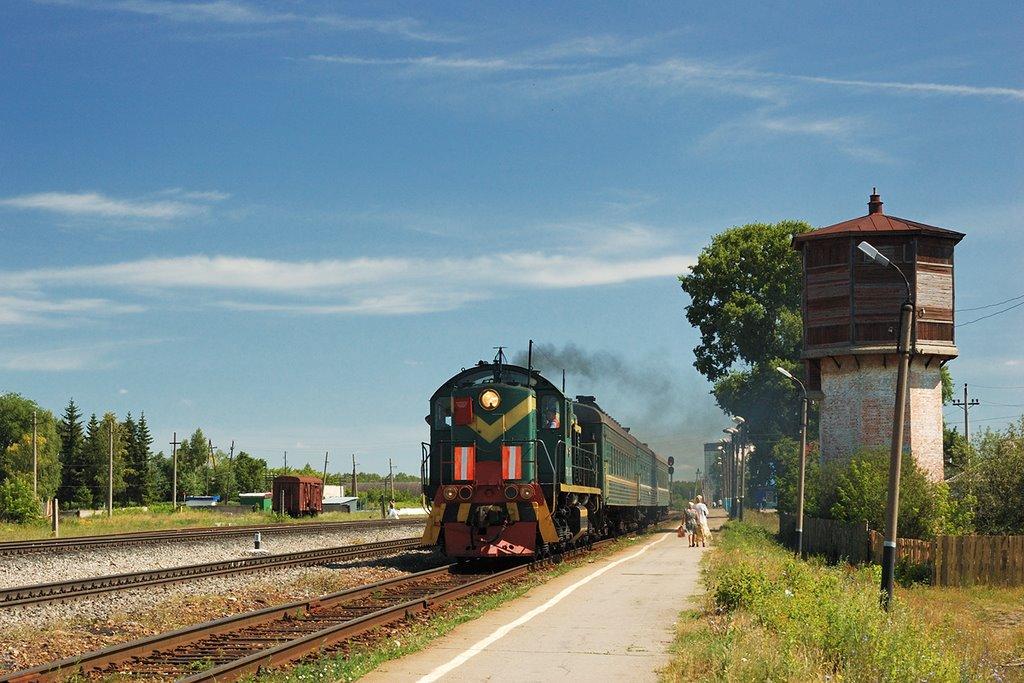 Пригородный поезд Ульяновск - Инза отправляется со станции Вешкайма, Шемурша