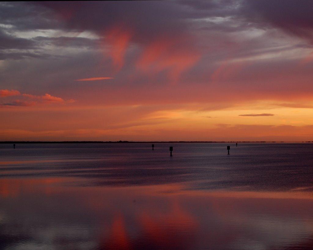 Morning Fire Over Corio Bay, Гилонг