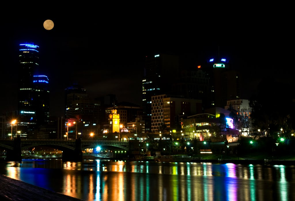 Full Moon over Melbourne..............is this real??, Мельбурн