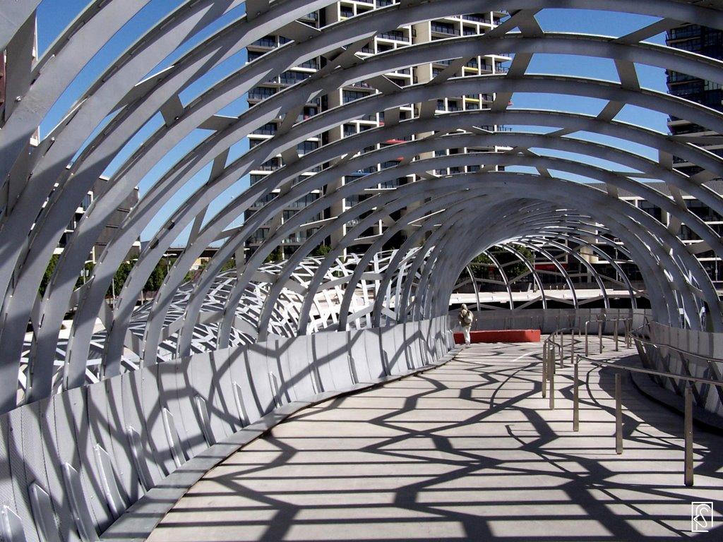 Melbourne: Docklands_Bridge, Мельбурн