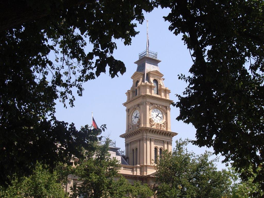 Bendigo Town Hall from the Civic Gardens, Бендиго