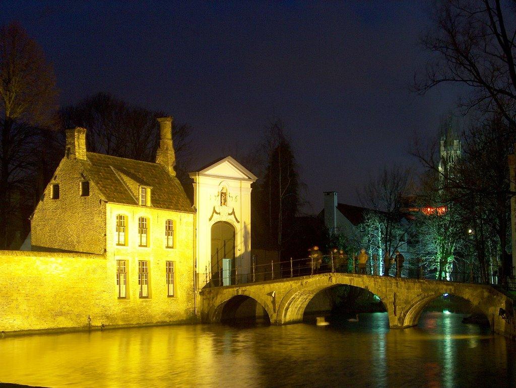 Bridge & Convent by Night - Brugge, Брюгге