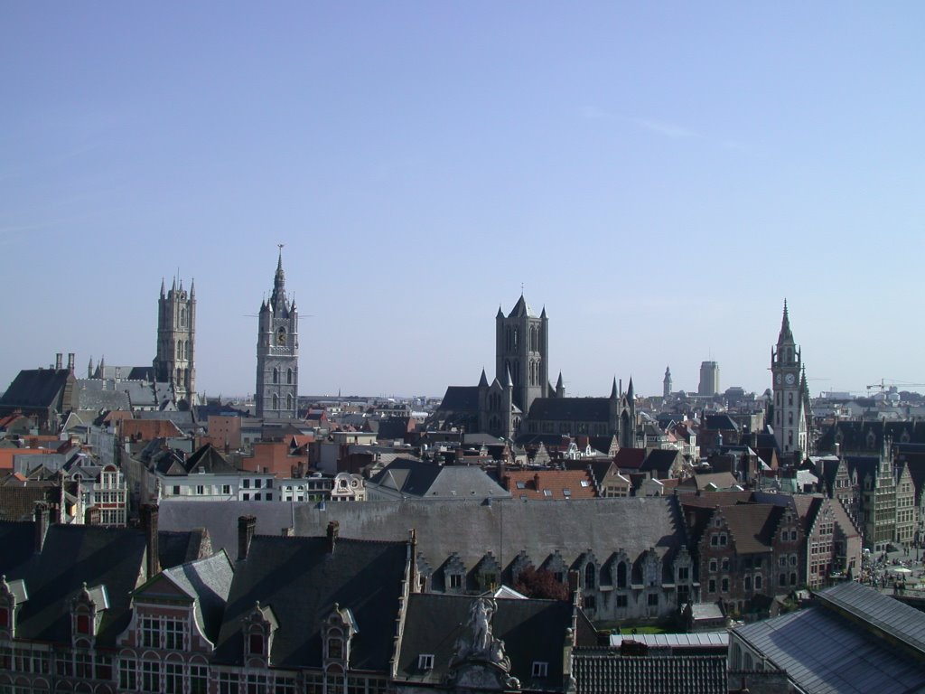 From l to r: St-Bavo Cathedral, Belfort (civilian tower representing the power of the city), St-Nicolas, Clock tower of the Post-building, Гент