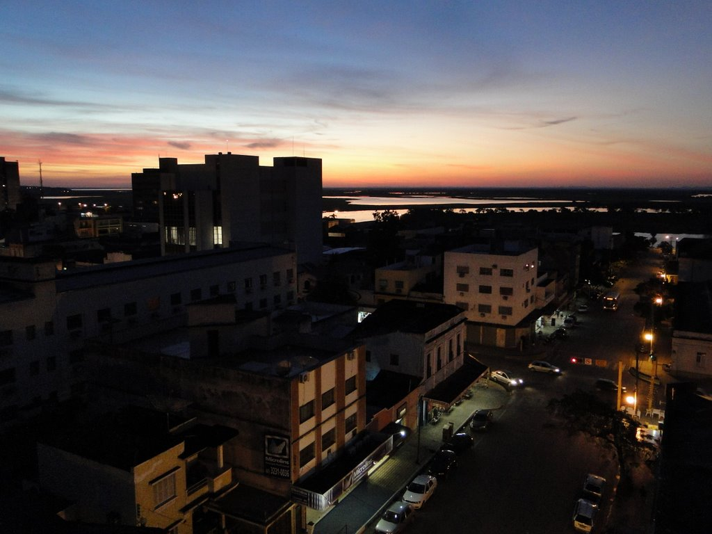 Por do sol a partir do Hotel Santa Mônica em Corumbá - Mato Grosso do Sul - Brasil - Veja mais fotos no www.panoramio.com/user505354, Корумба