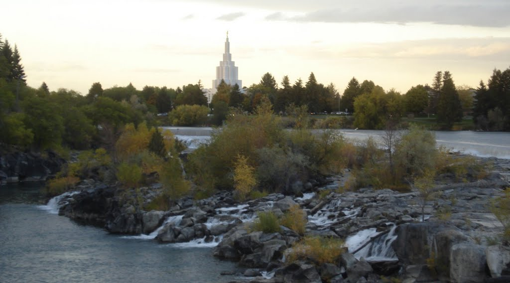 The Idaho Falls Temple over the Snake River, Айдахо-Фоллс