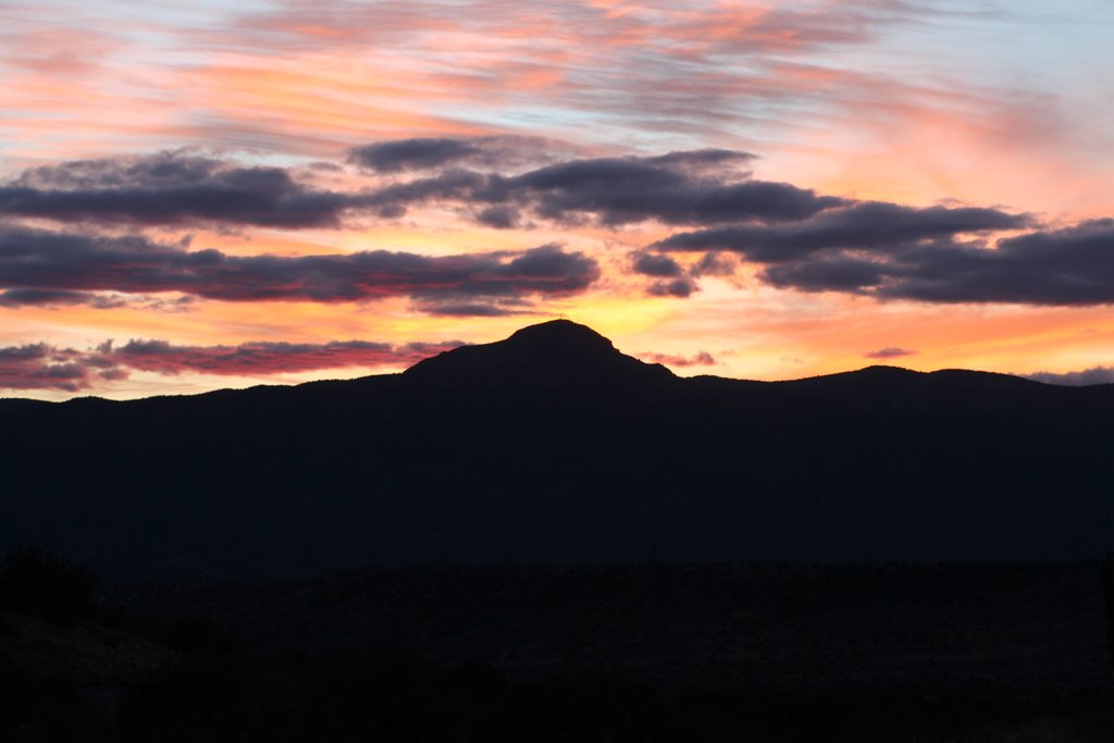Sunset over mountains near Camp Verde, Туба-Сити
