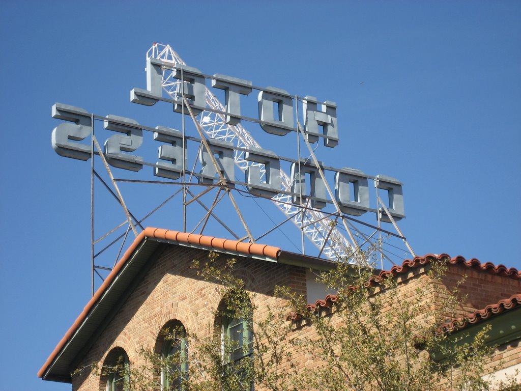 Hotel sign and crane, downtown Tucson, AZ, Тусон