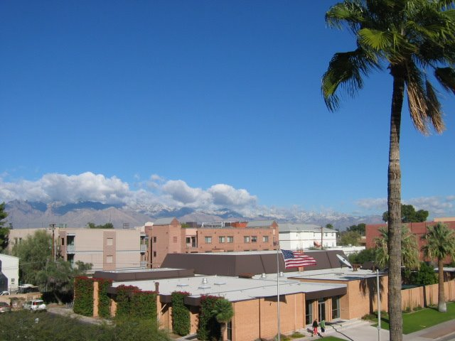 Santa Catalinas with snow from UA, Тусон