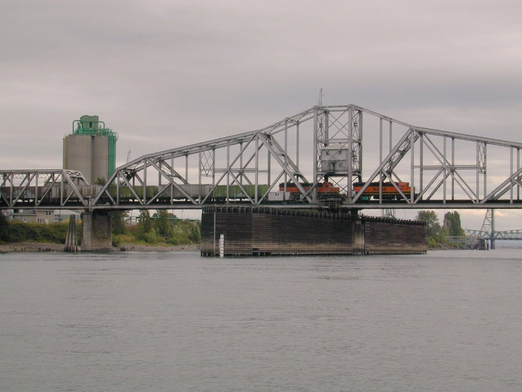 Vancouver Railroad Bridge.  Built in 1909, this swing span bridge still provided rail access to the West Coast., Ванкувер