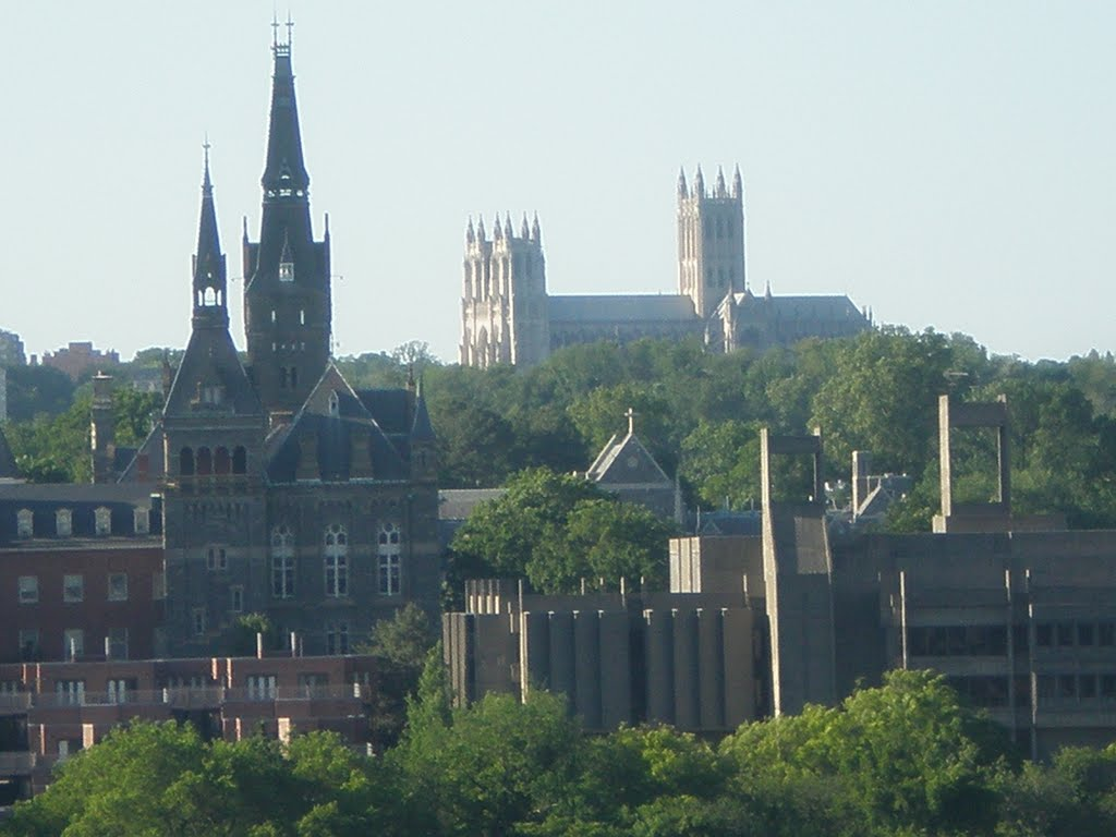 Georgetown and cathedral spires, Арлингтон