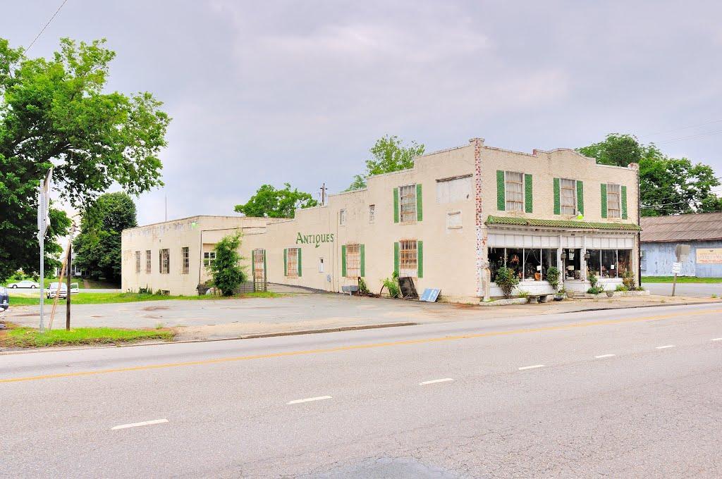 VIRGINIA: ESSEX COUNTY: TAPPAHANNOCK: Nadji Nook Antiques, 303 Queen Street (U.S. Route 360), Таппаханнок