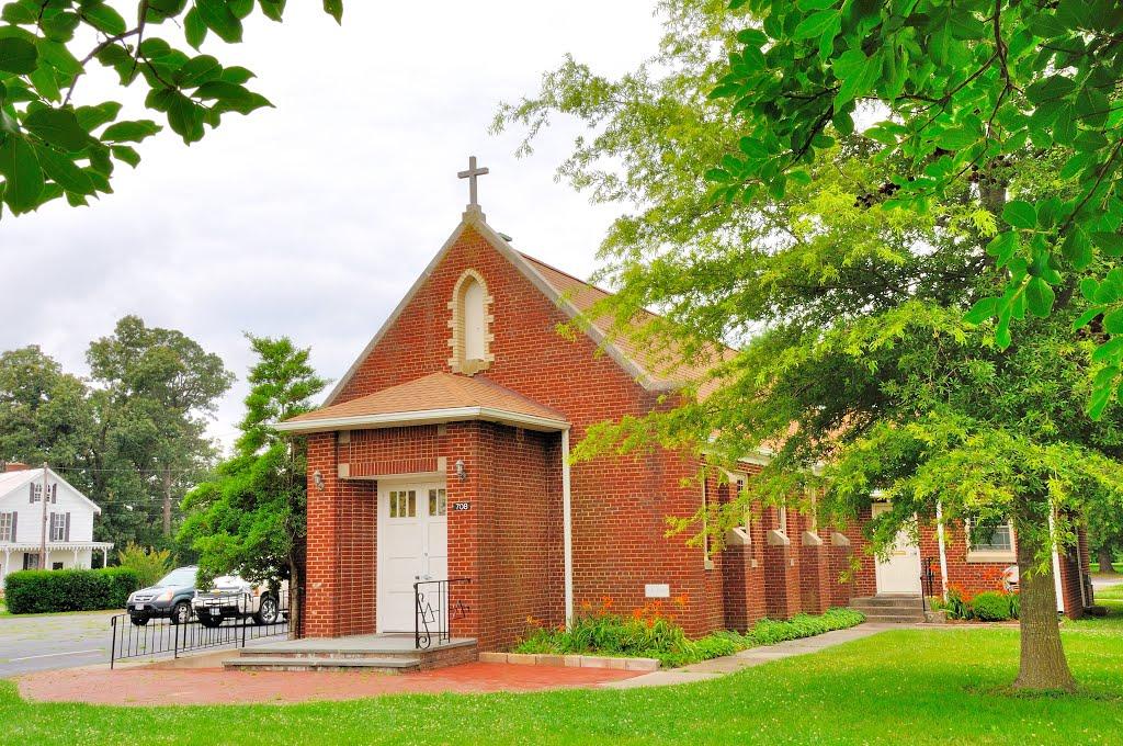 VIRGINIA: ESSEX COUNTY: TAPPAHANNOCK: old St. Timothy Catholic Church (1949), 708 Church Lane (U.S. Route 17), Таппаханнок